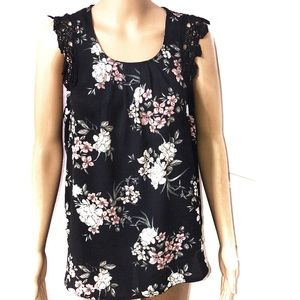 Charmed by Eve floral pattern top size L